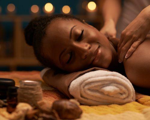 MASSAGESMassages aux Huiles essentielles bio : Relaxant, anti-stress, Antidouleur,Bien-être
