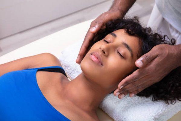 SOINS ÉNERGÉTIQUES Boostez votre organisme et atténuez  vos douleurs par des soins magnétiques.